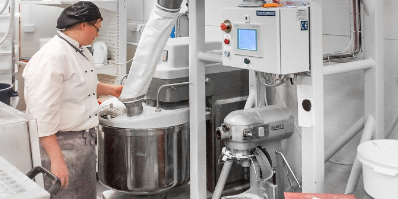 Dosing of flour automatically to mixer from big bags in In-Store bakery
