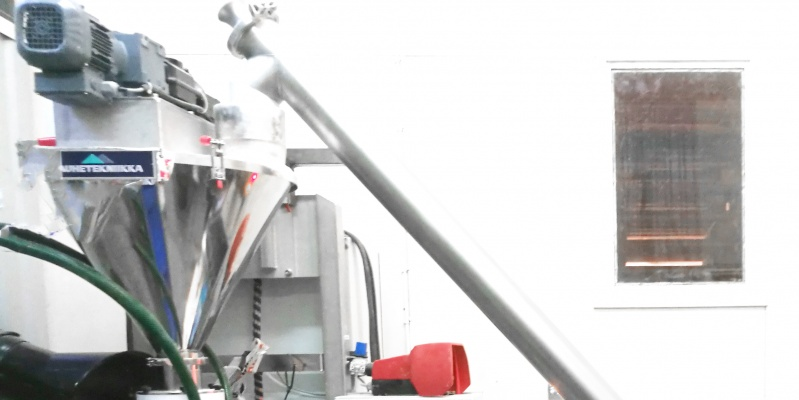 Fillermatic for automated filling of packages. Integrated to the packing machine. Irpack Oy