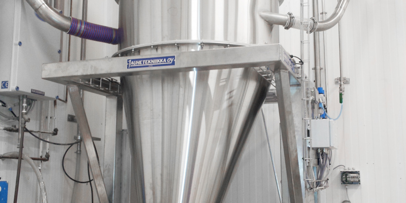 Scale hopper for dosing of ingredients in food factory. Saarioinen Oy