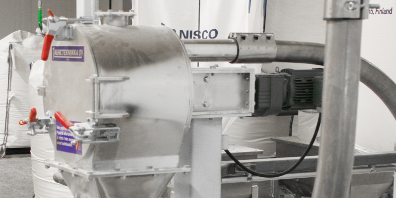 Sifter in pneumatic conveying line
