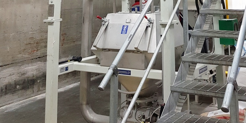 BigBag discharge unit and a pneumatic conveying line in dry mixing plant.