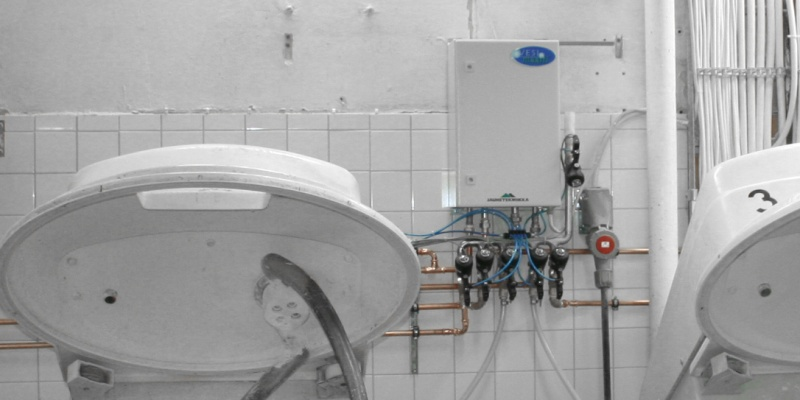 Watermatic unit dosing water to 5 dough mixers at 60 l / minute.